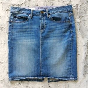 GAP 1969 distressed denim Jean skirt size 6