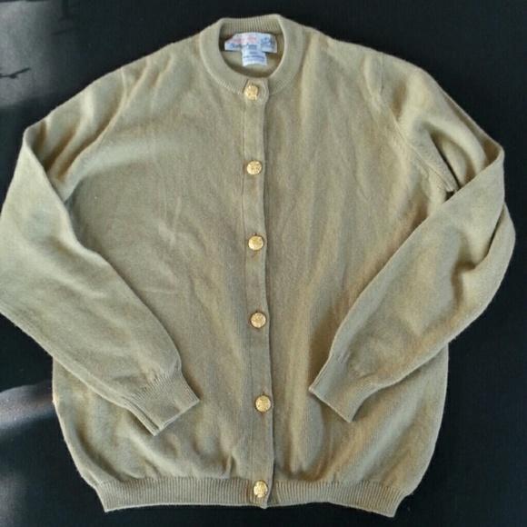 afcd3603cf2 Vintage cashmere cardigan from Scotland. M 5a230f86bf6df5814704311f