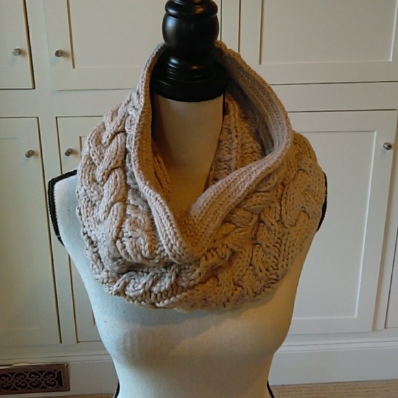 951feff7511 Gap cream colored infinity scarf