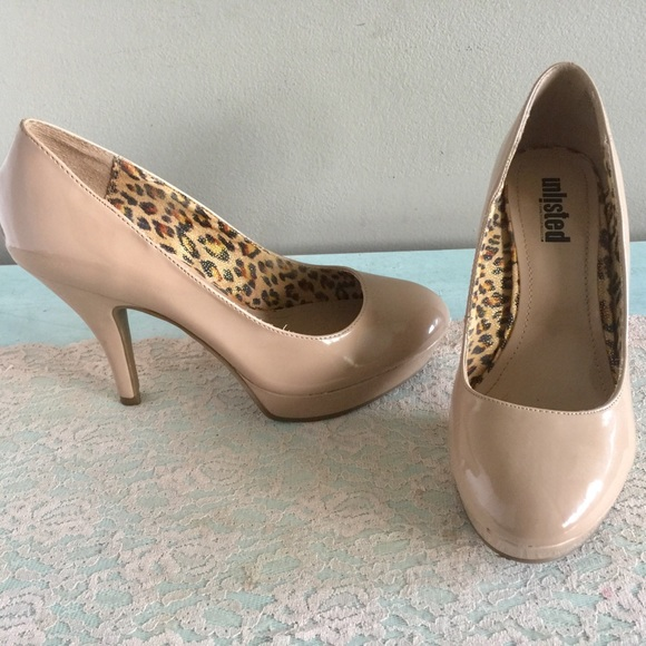 Kenneth Cole Unlisted Nude Pumps