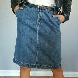 Gap Blue Denim Mom Skirt in size 6