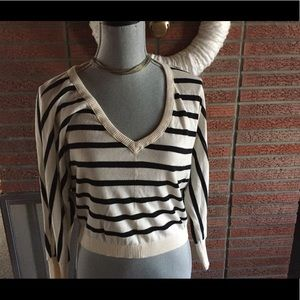GUESS lightweight cropped sweater