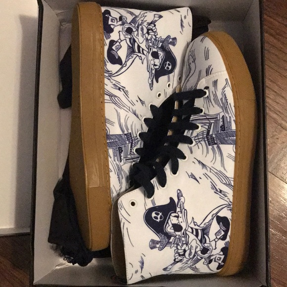 78bcf944212 Gucci Other - Men s Sea Storm print high-top sneaker