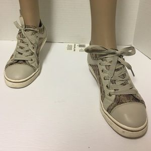 ... Guess Maadet Quattro G tan Lace up Sneakers Sz 8