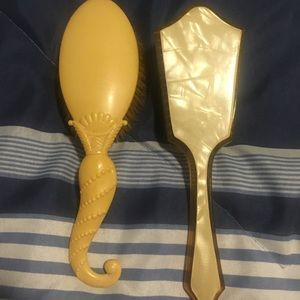 2 vintage brushes