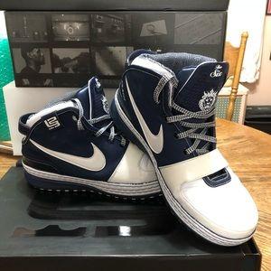 "Nike Shoes - Nike LeBron VI ""Yankees"", Size 11"