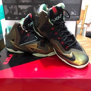 "Nike Shoes - Nike LeBron XI ""King's Pride"", Size 11"