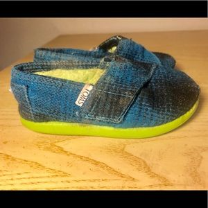 TOMS 6C Toddler shoes