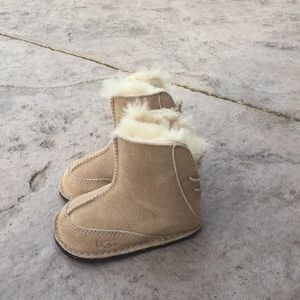 Ugg baby size 2/S boots. Would fit most 6-12M.