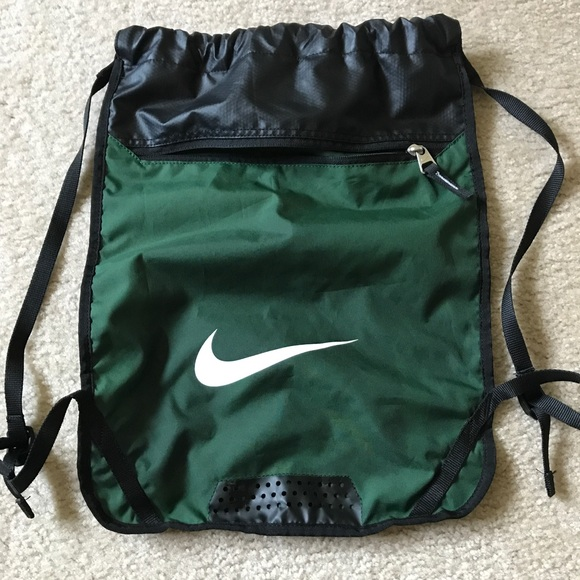 9863fa3c14 Hunter green Nike drawstring backpack. M 5a2418e42ba50a07d207a5d4