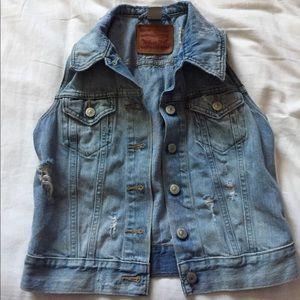 Levi's demin sleeveless jacket XS