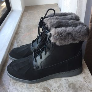 Ugg Roskoe Leather waterproof snow boots Size 9