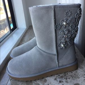 Ugg Classic Short Petal Silver Seal Boots Size 7