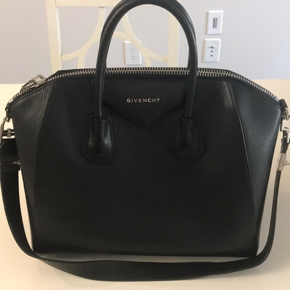 544303480a0 Givenchy Handbags - Medium Givenchy Antigona in Black