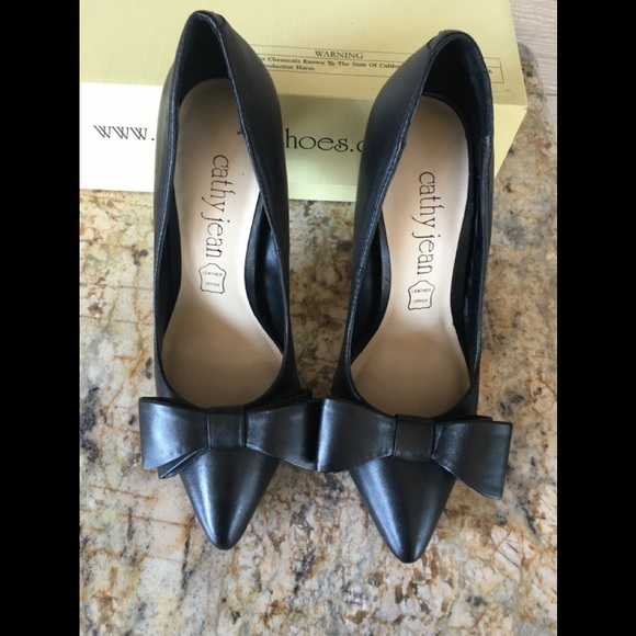 a951ef55fa Cathy Jean Shoes | Final Price Drop Leather Bow Pumps | Poshmark