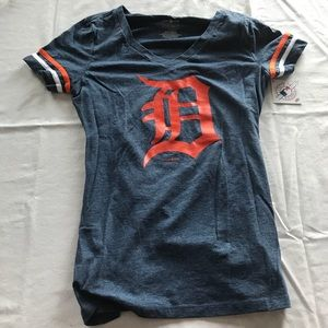 New with Tags Women's Vneck Detroit Tigers Tshirt