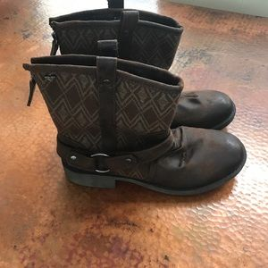 Roxy boots. Size 10 never worn.