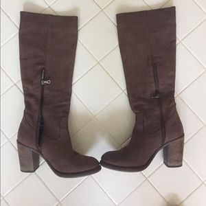 Leather Burberry boots