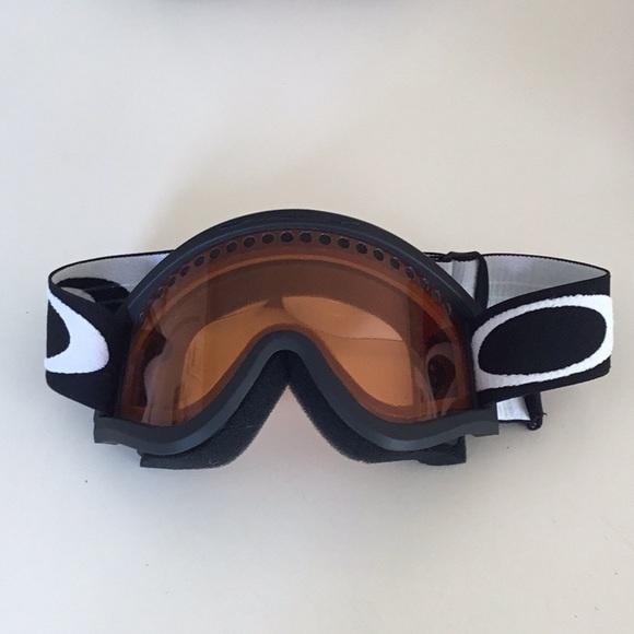 ac5363867259 Kids Oakley Ski Goggles. M 5a24522e99086adc00088a60