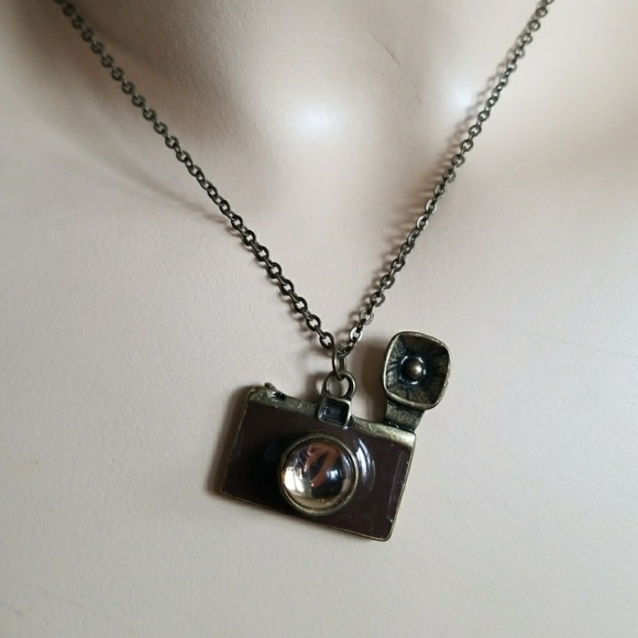 320bbf0ce49 35MM FLASH CAMERA charm pendant necklace. M 5a2454f7291a35a78c08a8bf