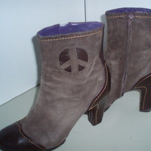 TRUE RELIGION Fawn Br. Suede Leather *Peace* Boots