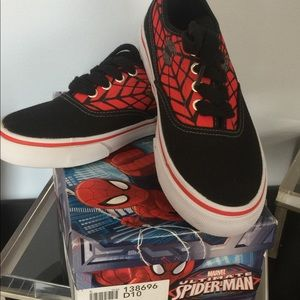 Marvel 50% OFF‼️new in box boys sneakers size 1.5