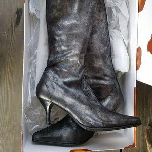 Beautiful Donald J Pliner kitten heel boots
