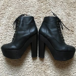 🖤 Lace Up Booties 🖤