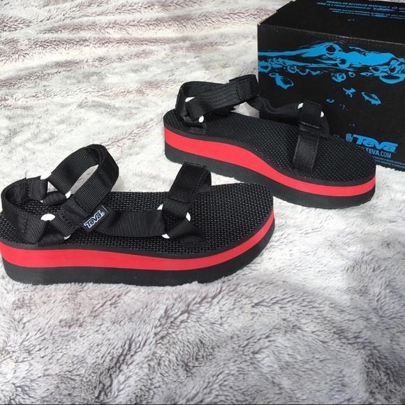 4fd3c125739 Teva Flatform Universal Black + Red