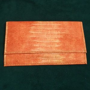 Coral textured clutch