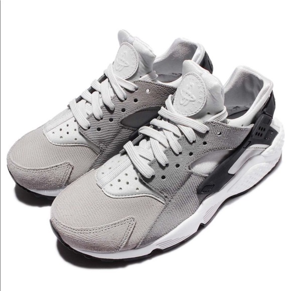 Nike Air Huaraches Premium Women's Shoe