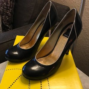 DV by Dolce Vita black heel with white piping.