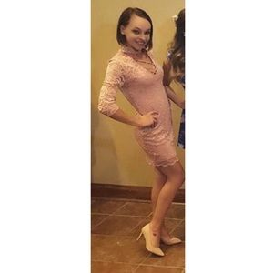 Pink bodycon lace dress