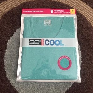 2/$30 NWT 32° Cool Short Sleeves Scoop Shirt