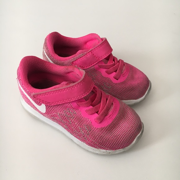 Nike Size 6 Toddler Pink Mesh Athletic Shoes