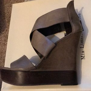 Mia Limited edition Military Green wedges