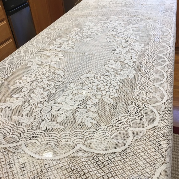 Lace Tablecloths Oval 300x300.jpg Thanksgiving White Oval Shape Lace Table Cloth. M_5a248cf15c12f84d5c09b31f