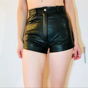 VINTAGE LEATHER HIGH WAISTED BLACK SHORTS XS #K53