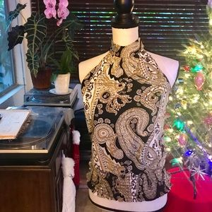 Tie-Neck patterned sleeveless blouse size S.