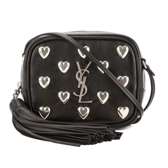ce091e7c1c6c Yves Saint Laurent Heart Studded Blogger Bag. M 5a24a18c78b31c9e4e0a3c80