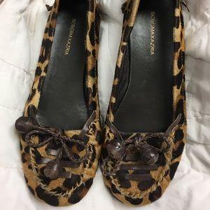 BCBG ladies size 7 leopard print flats