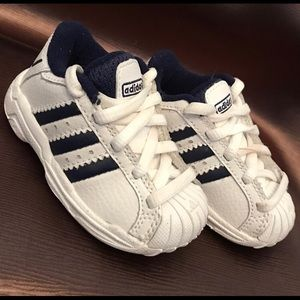 Size 4 toddler blue n white adidas sneakers.