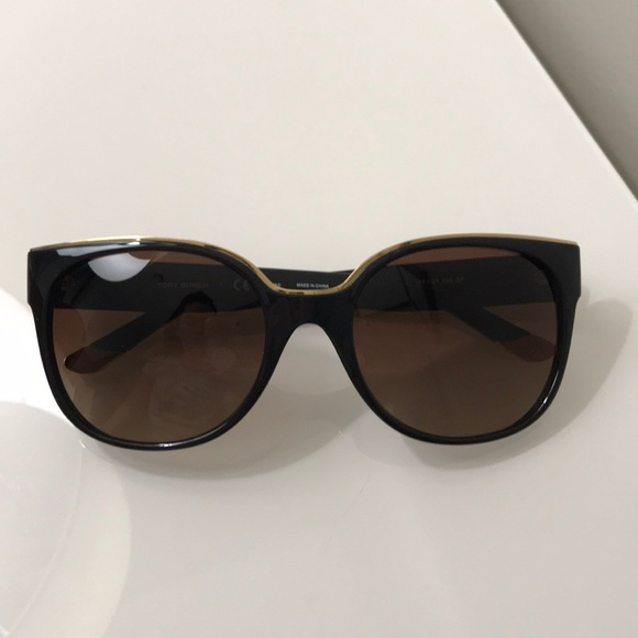 e01cd5f863 Tory Burch black- gold rim polarized sunglasses. M 5a24a6ef522b45abee0a2e47