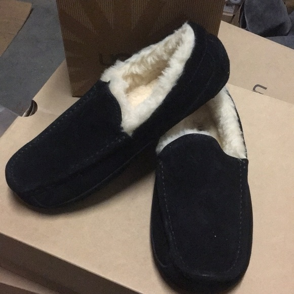 950a264127a New Ugg Ascot Black Suede moccasin slippers ❤️☃️ NWT