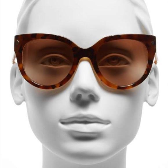 86e735cd4b01 PRADA 54mm Cat Eye Sunglasses. M 5a24ab9c9c6fcf60930a763b