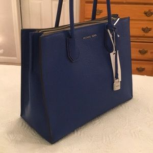 Michael Kors Bags - NEW Michael Kors 'Mercer' Medium
