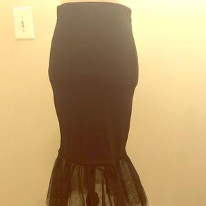Dresses & Skirts - Bodycon black skirt