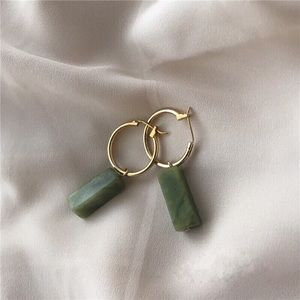 Jewelry - BACK in Stock green vintage stone earring