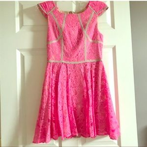 🆕FINDERS KEEPERS PINK LACE MINI DRESS