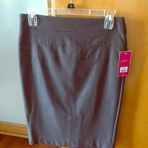 Candie's gray pencil skirt size 3, brand new